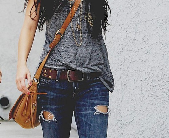 Low rise jeans with belt