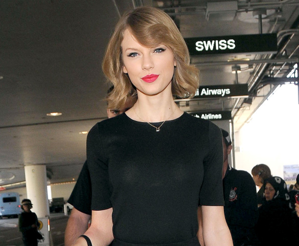 1392303427_taylor-swift-zoom